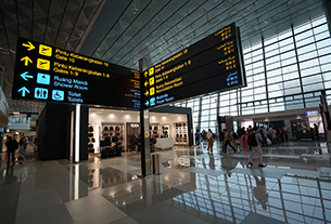 What are the fastest and slowest airports to exit worldwide?