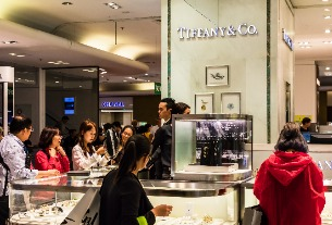 Tiffany & Co. losing its shine with Chinese tourists