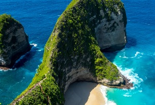 Resort islands in Bali feel the pinch as Chinese tourists avoid Indonesia