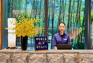 Hyatt signs deal with Booking.com as hedge against Expedia impasse