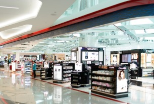 China Tourism Group Duty Free examines secondary listing on Hong Kong Stock Exchange